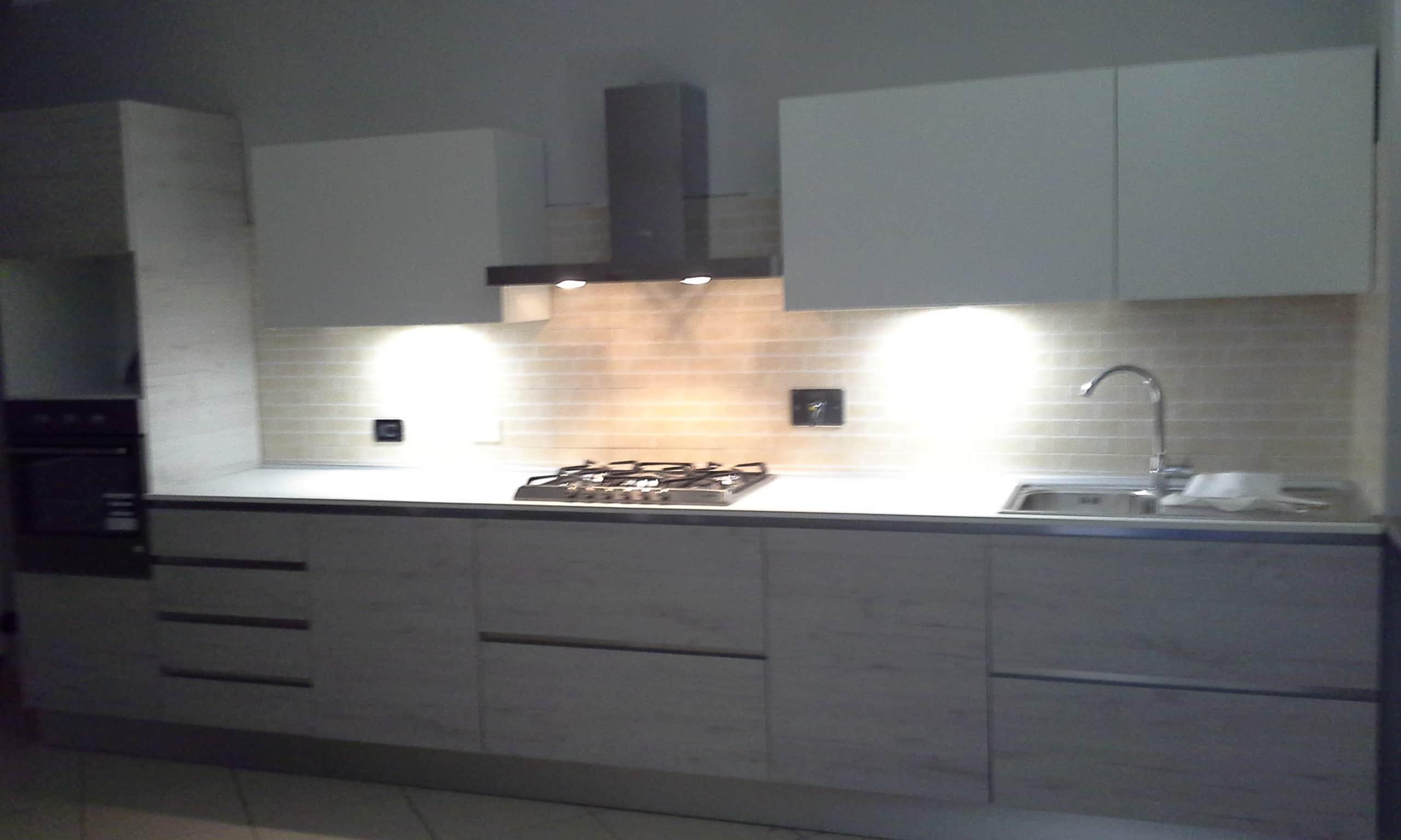 composizione cucina lineare laminato effetto legno di lab cucine torino negozio di cucine in canavese