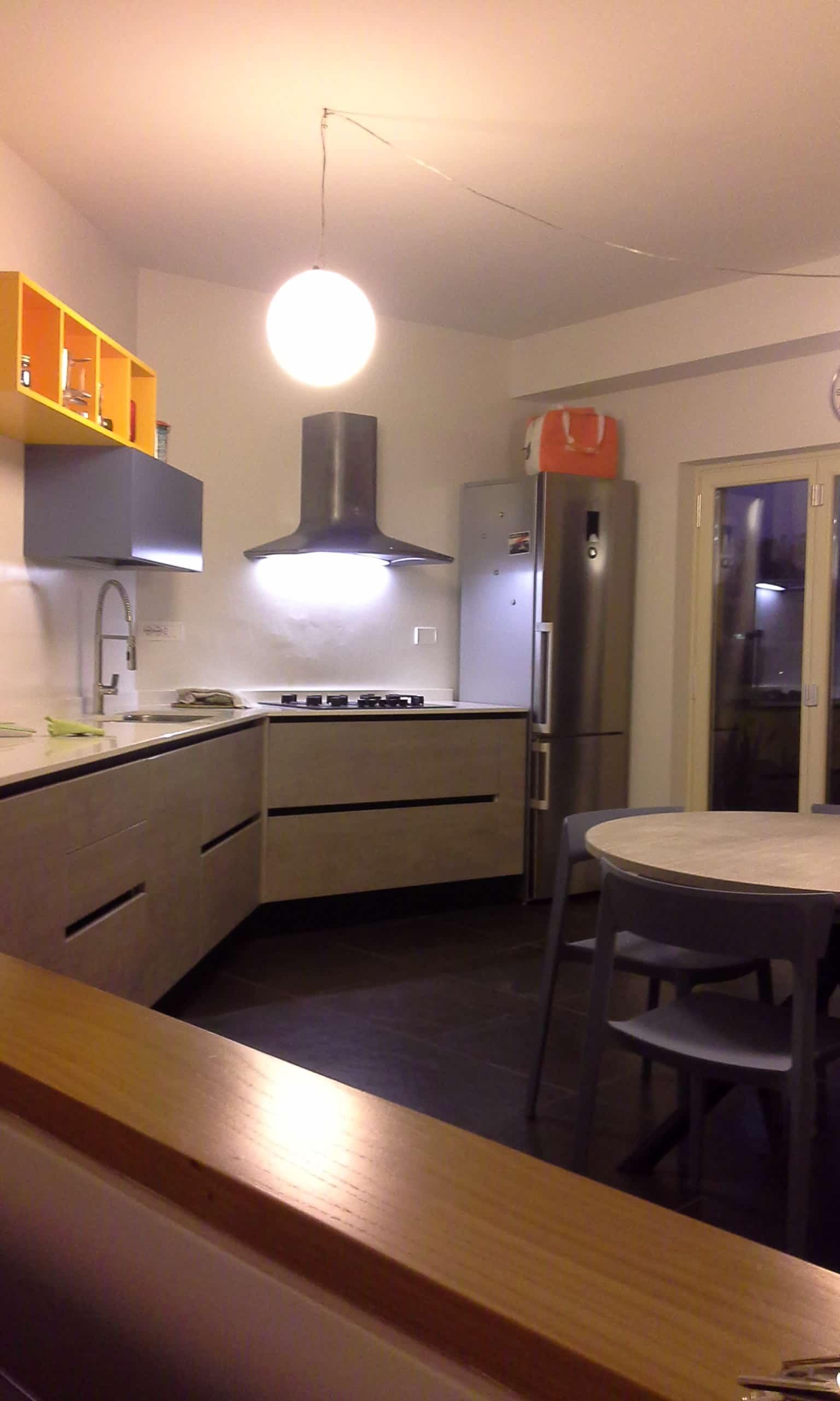 Cucina moderna allestita dal negozio cucine in Canavese laccata vari colori