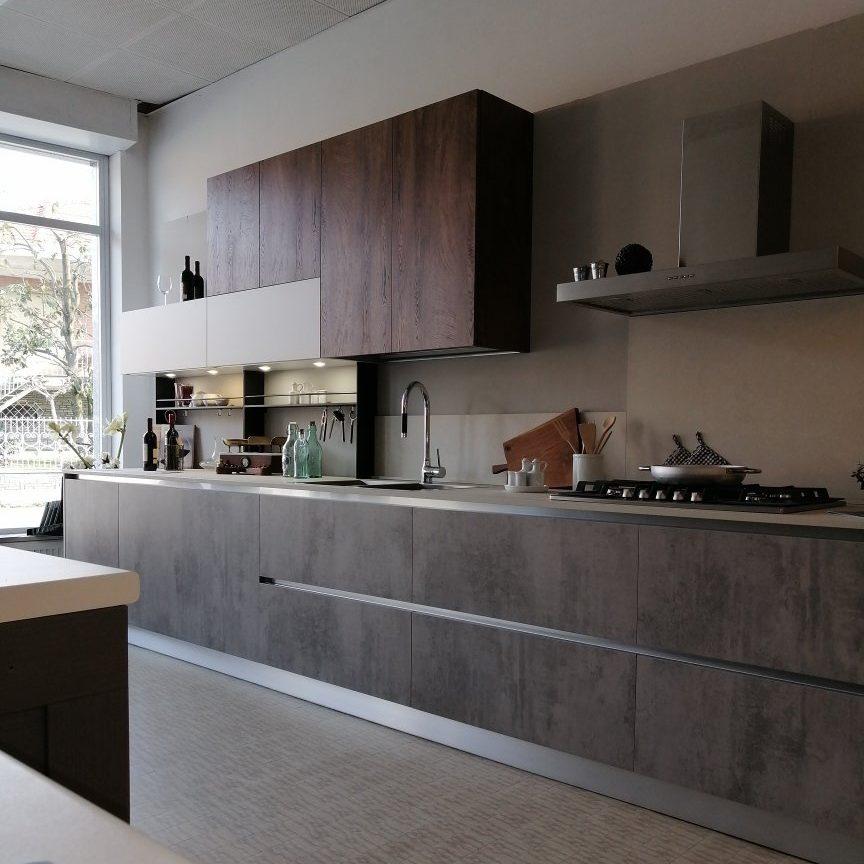 Modello in finitura cemento tra le soluzioni di cucine in stile industriale di Lab Cucine Torino