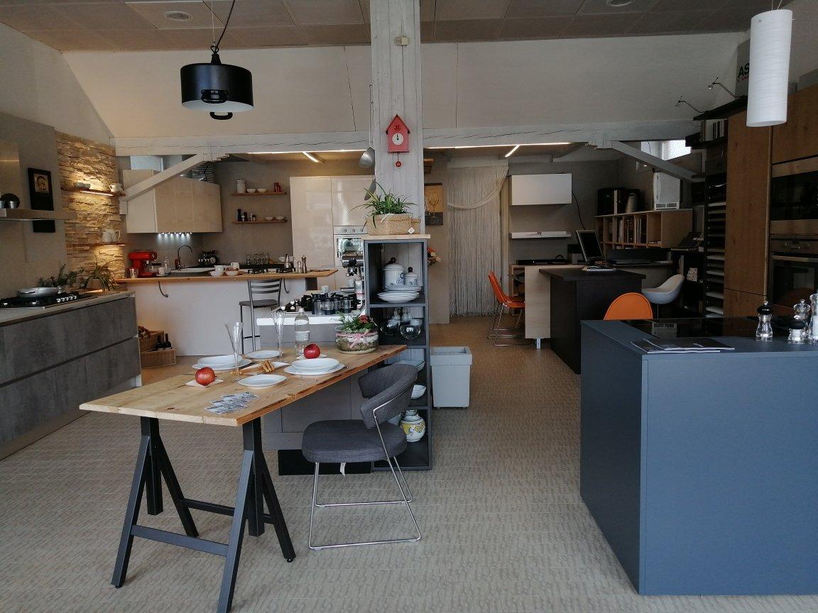 Panoramica esposizione di Lab Cucine Torino