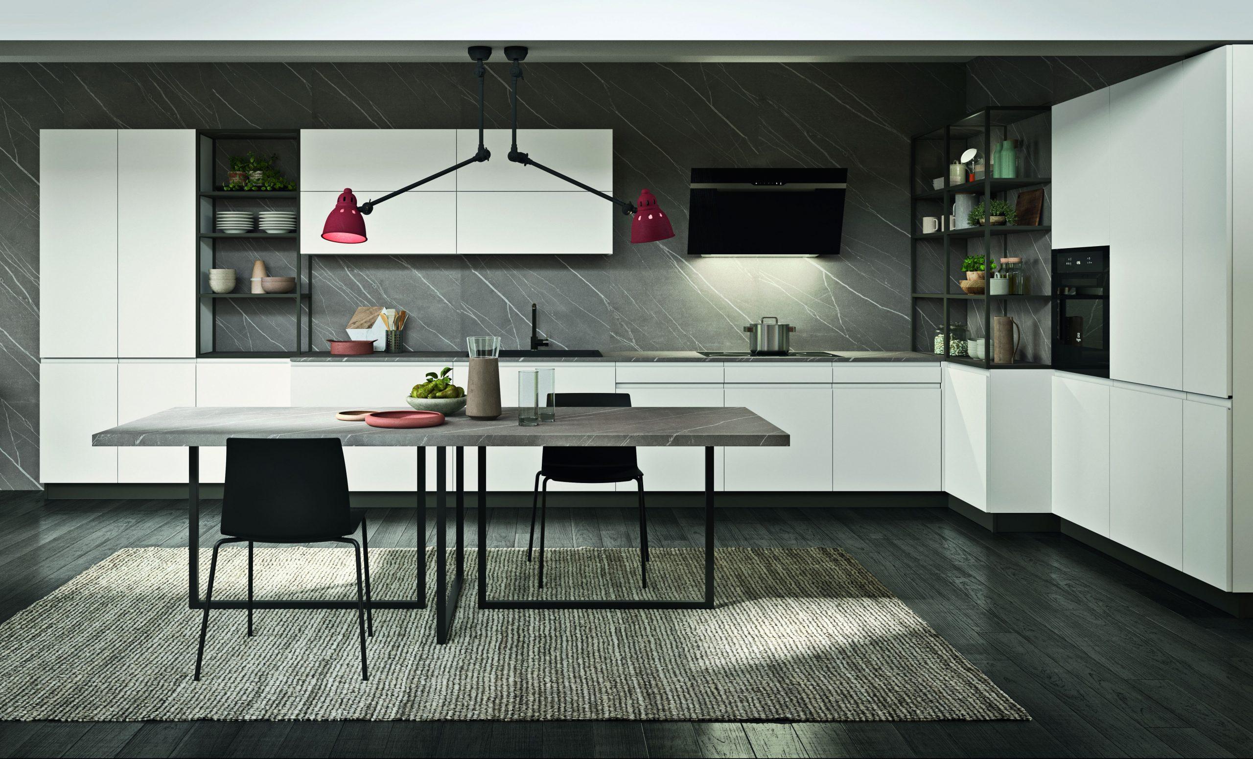 Composizione di cucina bianca laccata moderna con contrasti neri