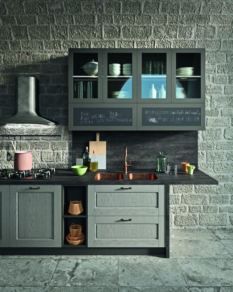 Particolare ante in lavagna nella cucina Tradizionale con Anta a Telaio nel modello presentato da Astra cucine