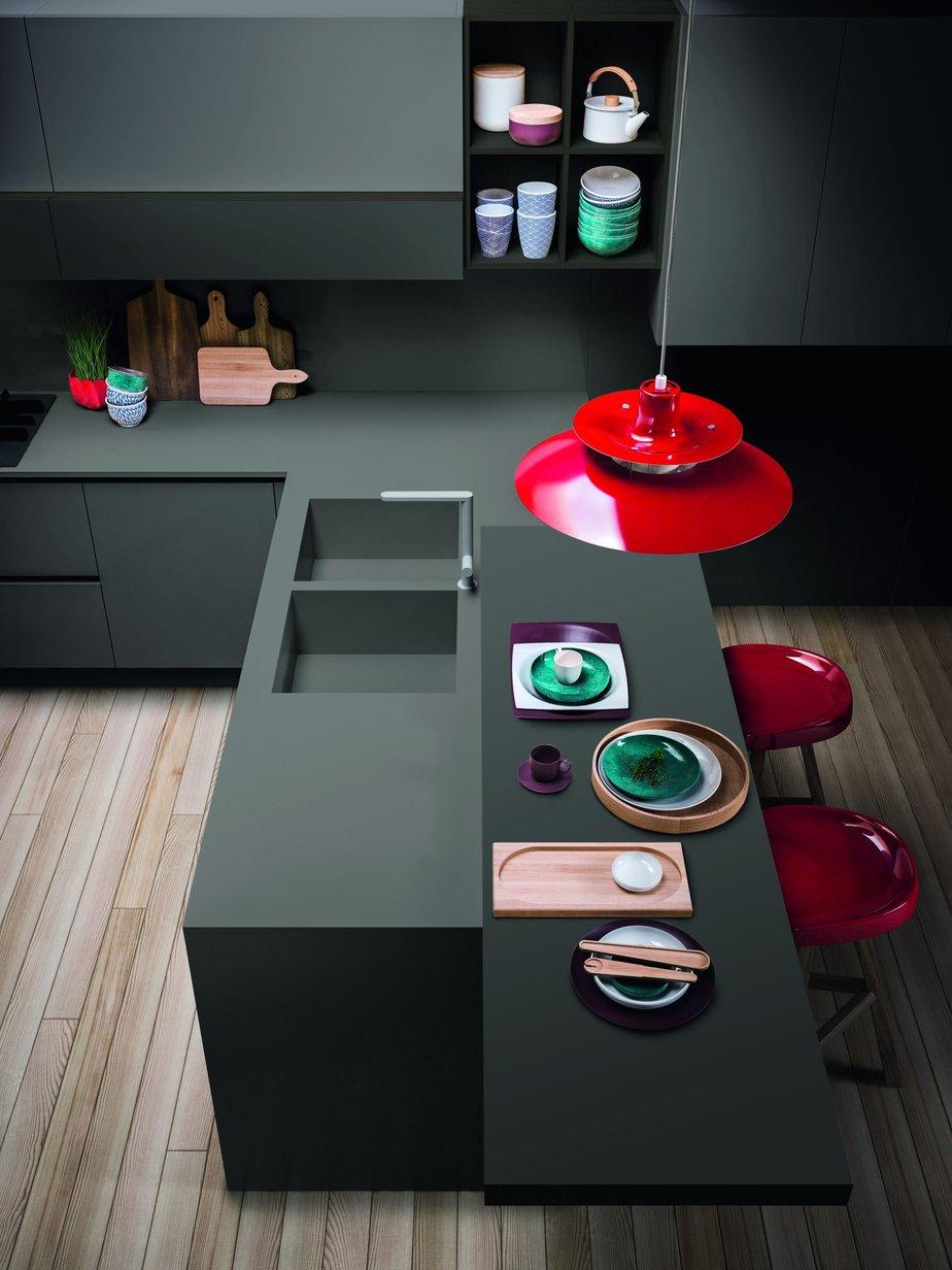 Esempio di cucina design in Fenix , materiale tecnologico con cui realizzare anche i lavelli