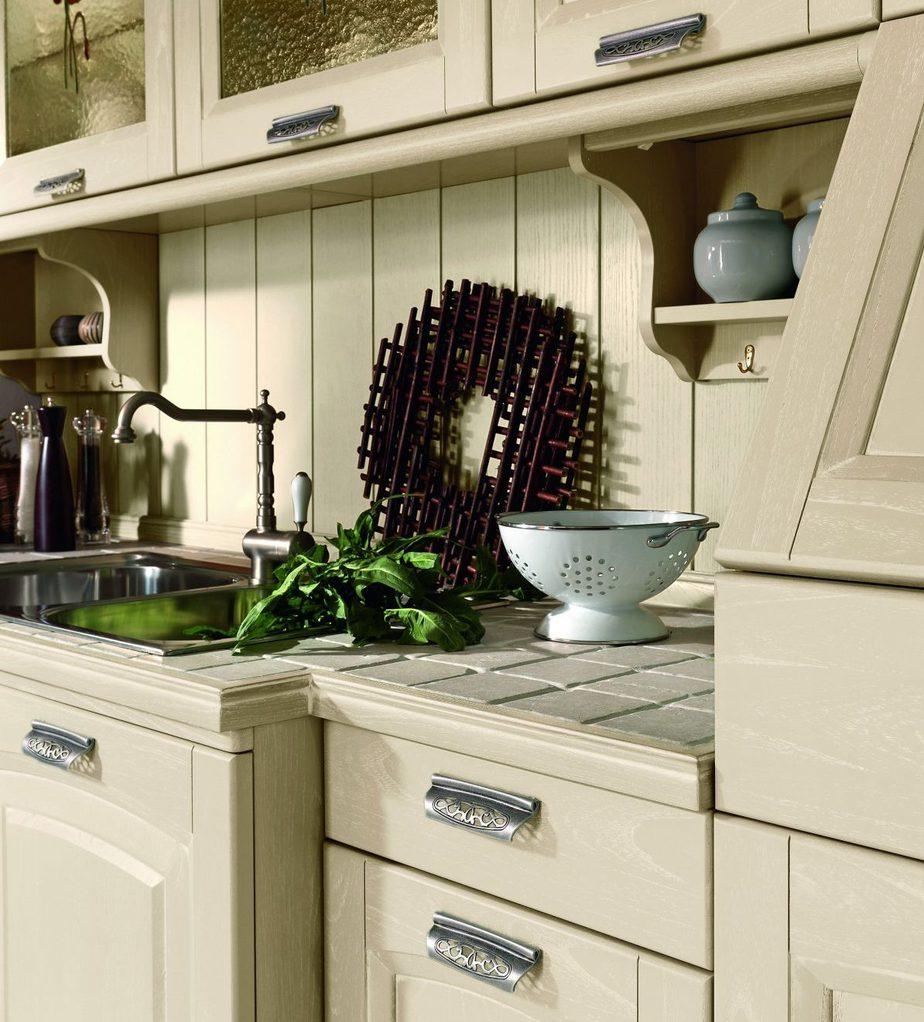 Cucina in stile Tradizionale con finitura anta laccata