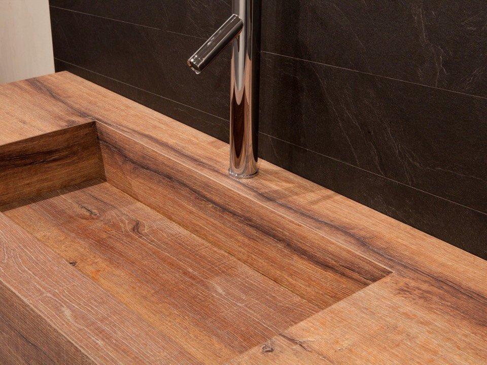 Nella cucina di design in HPL anche il lavello può essere realizzato con questo materiale .