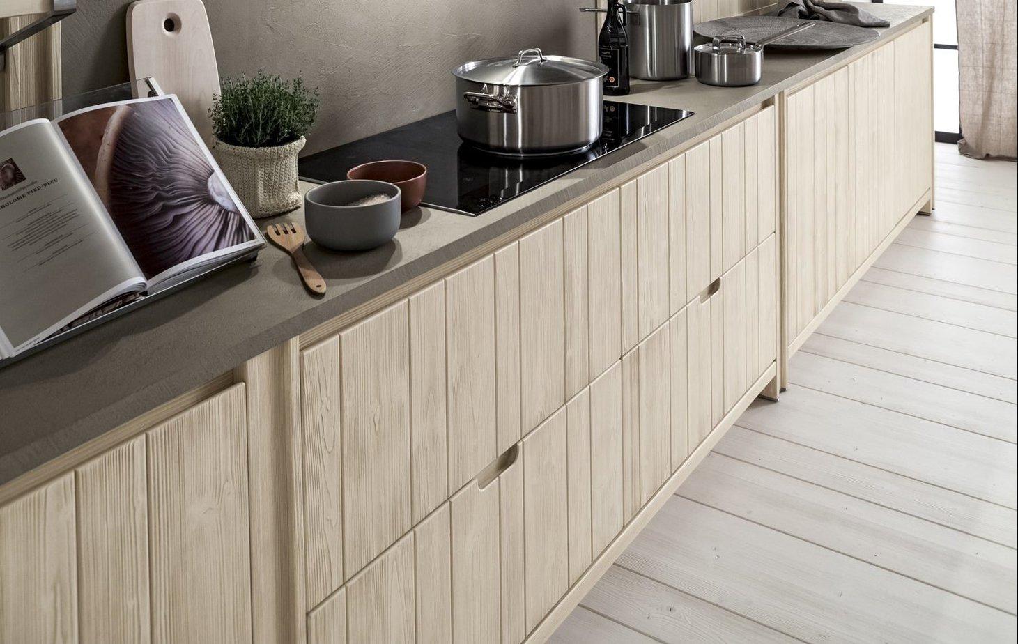 Cucina in Legno Massello Ecologico particolare della gola in legno