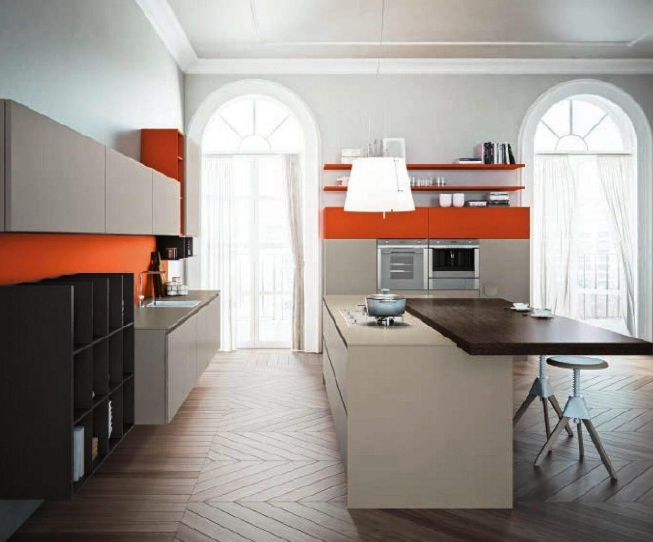 La cucina bianca laccata si personalizza attraverso il colore